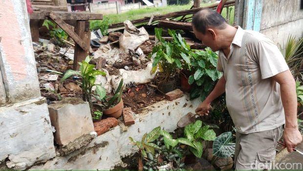 Ulat gonggok menyerang rumah warga di Kelurahan Ragunan, Jaksel.