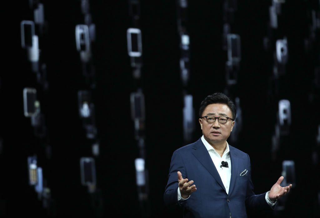 CEO mobile Samsung, DJ Koh, membuka acara dengan menyambut para tamu dan media di Bill Graham Civic Auditorium di San Francisco. Foto: Getty Images