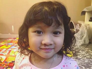 Tak hanya namanya yang manis, paras gadis kecil 3,5 tahun ini pun manis. Setuju? (Foto: Instagram/virgoun_)