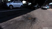 Duh! Jalan DI Panjaitan di Jakarta Timur Berlubang