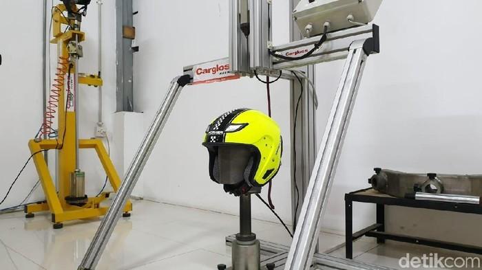 Proses pembuatan Helm SNI/Cargloss