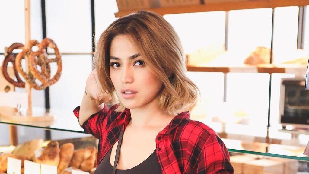 Gaya Seksi Jessica Iskandar Ketemu Camer yang Bikin Netizen Riuh