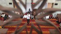 Sebar Ribuan Sertifikat di Selatan Jakarta, Jokowi Nyambi Belanja
