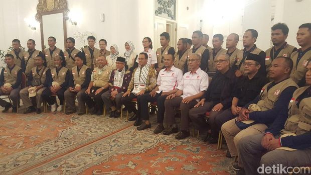 Anies Lepas Relawan Indonesia yang akan Bangun Rumah Sakit di Gaza