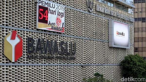 Bawaslu: Guru Honorer Banten Akui Foto Pamer Stiker Prabowo di Sekolah