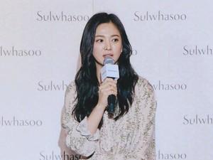 Serum Wajah Andalan Song Hye Kyo yang Bikin Kulitnya Bersinar & Awet Muda
