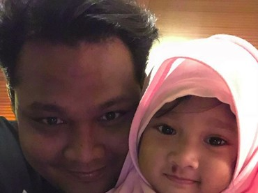 Kenalan sama anaknya Virgoun yuk, Bun. Namanya Starla Rhea Idola Virgoun. (Foto: Instagram/starlaidola)