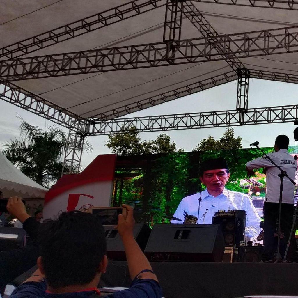 Jokowi Kirim Video Sapa Relawan Kendari: Teembe Kabaramiu