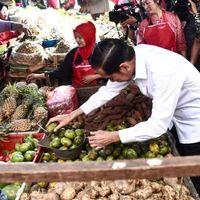 Jokowi Blusukan Ke Pasar Minggu dan Bintaro, Borong Ayam hingga Manggis
