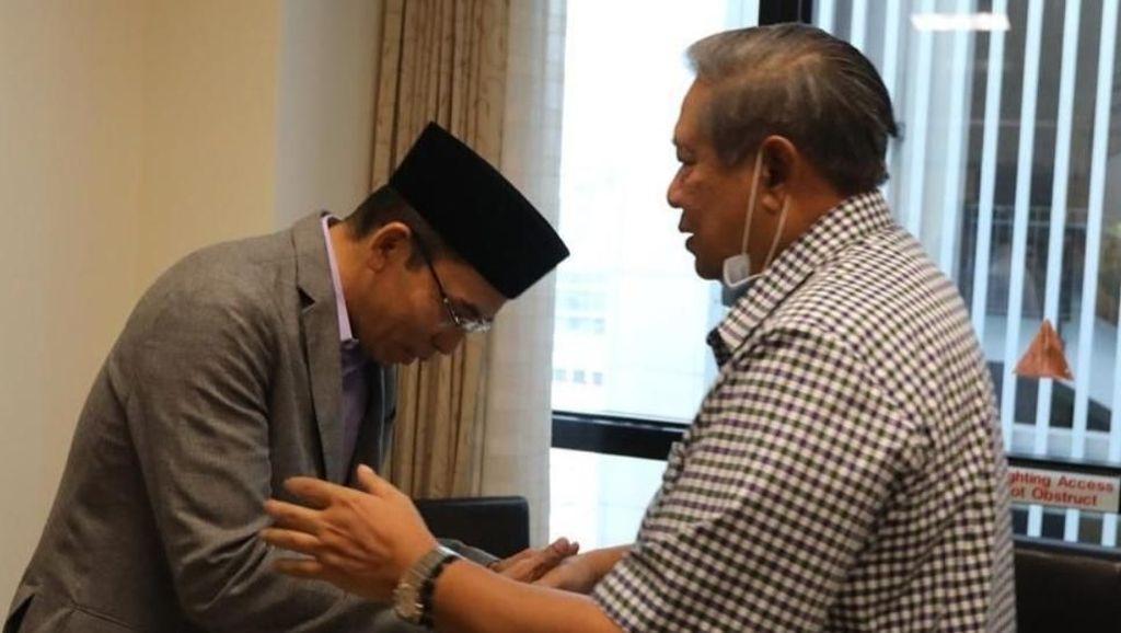 TGB Jenguk Ani Yudhoyono dan Salami SBY di Singapura