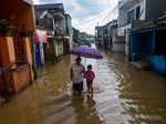 Sungai Citarum Meluap Rendam Perumahan di Bandung
