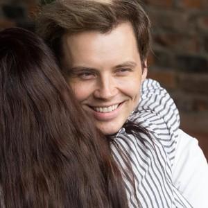 Pria Ini Kerjanya Bikin Para Suami Tobat Selingkuh, Dibayar Ratusan Juta