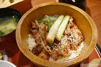 Edosawa: Hangatkan Tubuh dengan Sup Kaldu Ayam Khas Jepang