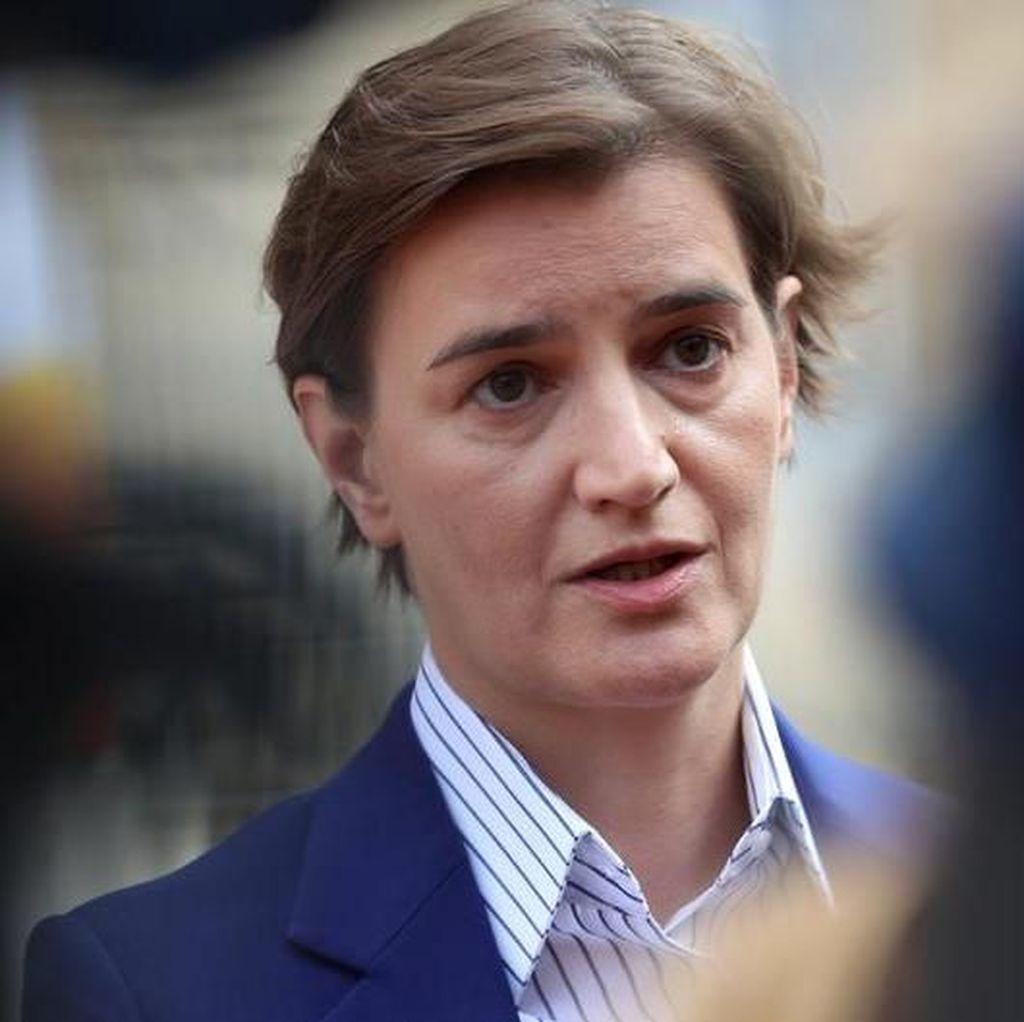 Pasangan Lesbian PM Serbia Melahirkan Bayi Laki-laki