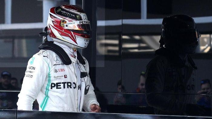 Lewis Hamilton mengakui Ferrari terlihat kuat di tes pramusim F1 2019 (Foto: Albert Gea/Reuters)