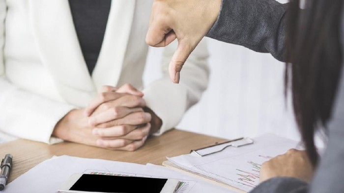 Kisah seorang pria yang ijin sakitnya ditolak oleh kantor. Foto: iStock