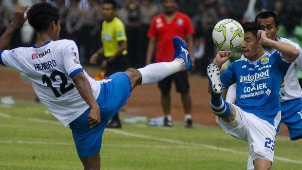Arema FC gagal mempertahankan dua kali keunggulan melawan Persib.