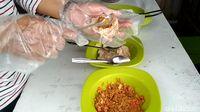 Pedas Asam Bakso Isi Belimbing yang Unik