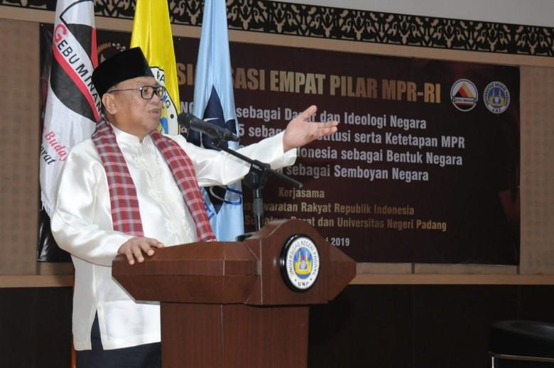 Di UNP Padang, OSO Bicara Peranan Perempuan di Balik Kesuksesan