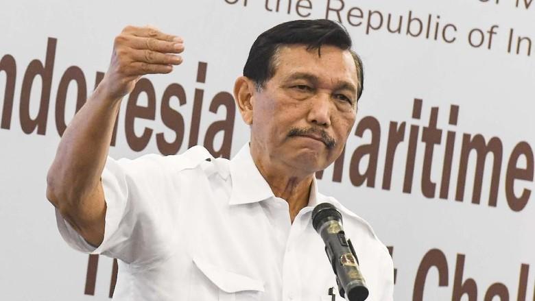 Luhut Jenguk Wiranto di RSPAD