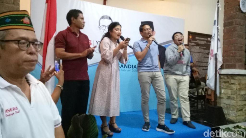 Sandiaga Nyanyi Hadapi dengan Senyuman untuk Ahmad Dhani