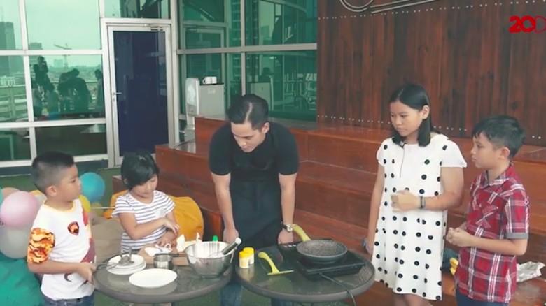 Anakpedia masak pancake/ Foto: 20detik