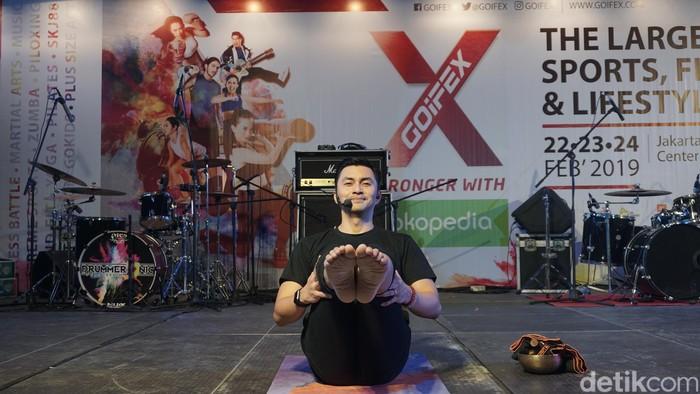 Dari beberapa tahun lalu, Anjasmara fokus di yoga dan cardio. Tapi intensitas cardio yang ia lakukan nggak sebanyak yoga. (Foto: Khadijah/detikHealth)