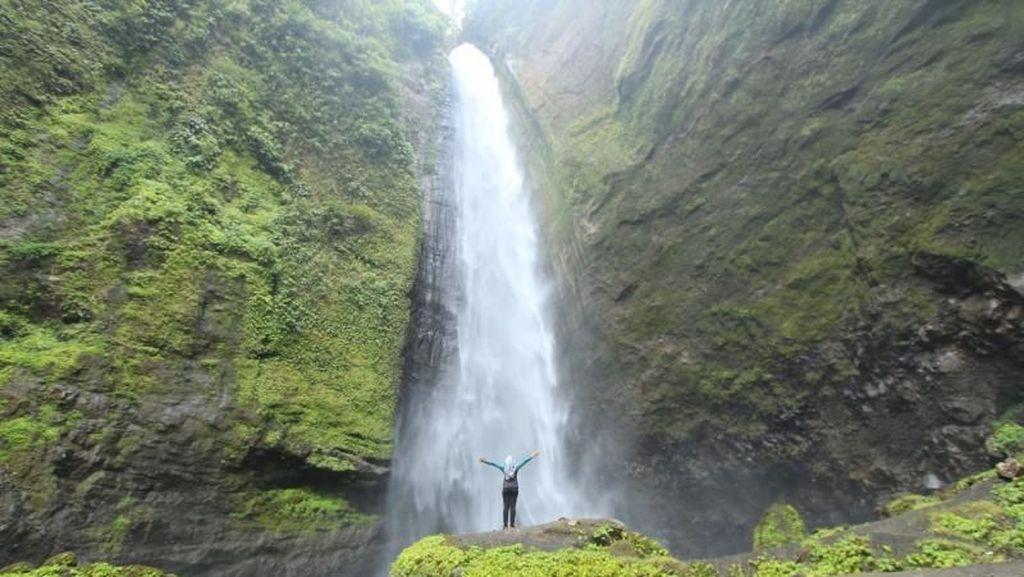 Gunung Semeru Punya Air Terjun Secantik Ini