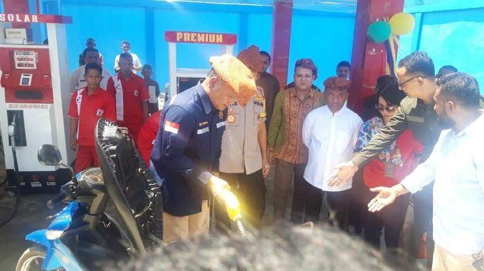Lembaga penyalur BBM satu harga di Desa Waemagit, Kecamatan Air Buaya, Pulau Buru dipasok dari Namlea, Kabupaten Buru.Foto: Muslimin Abbas/detikcom