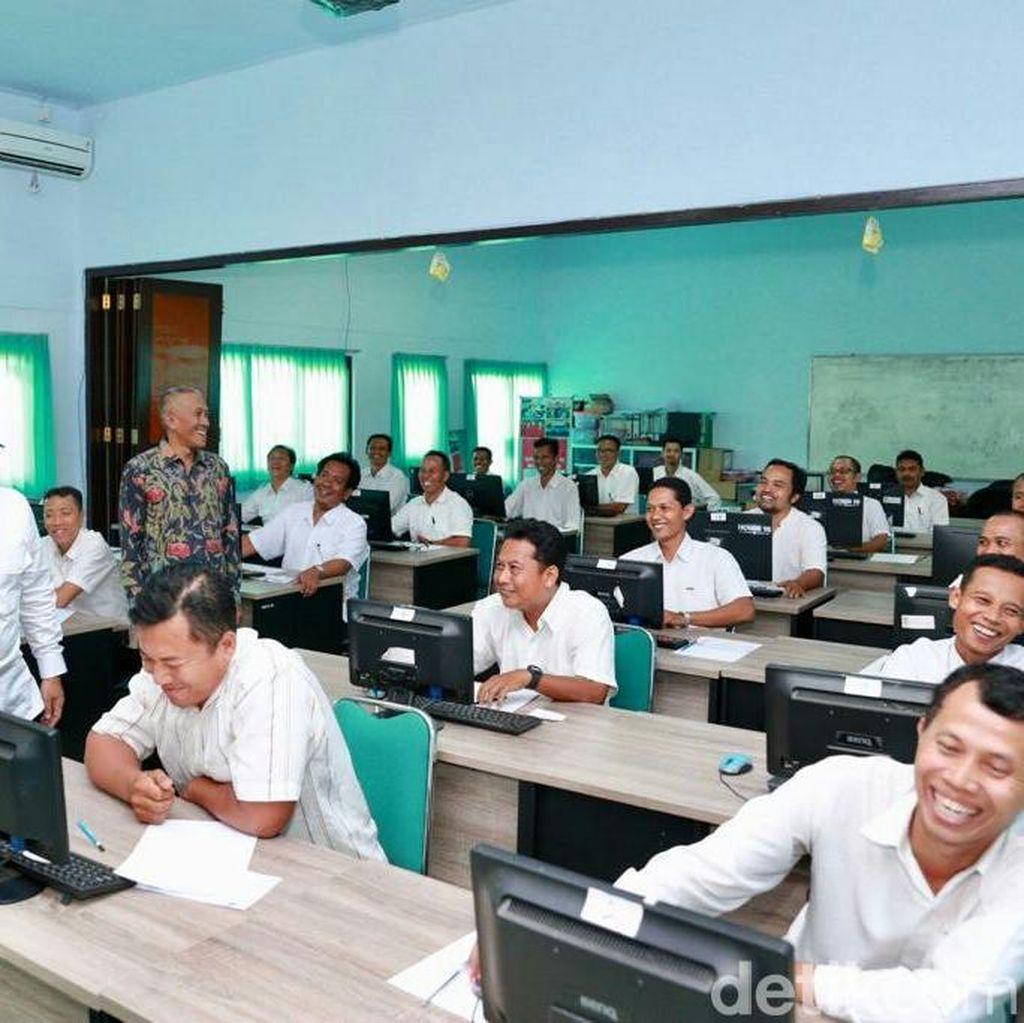 Bupati Anas Tinjau Pelaksanaan Tes Pekerja Kontrak Pemerintah