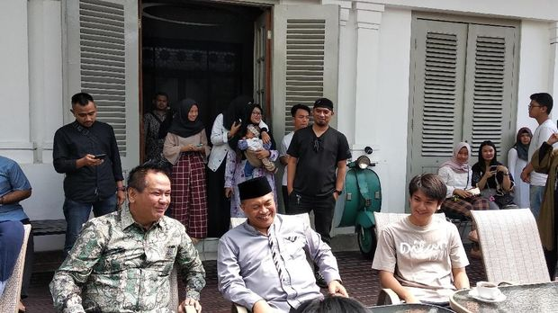 Pemeran Film 'Dilan 1991' akan Konvoi Keliling Bandung Naik Bandros