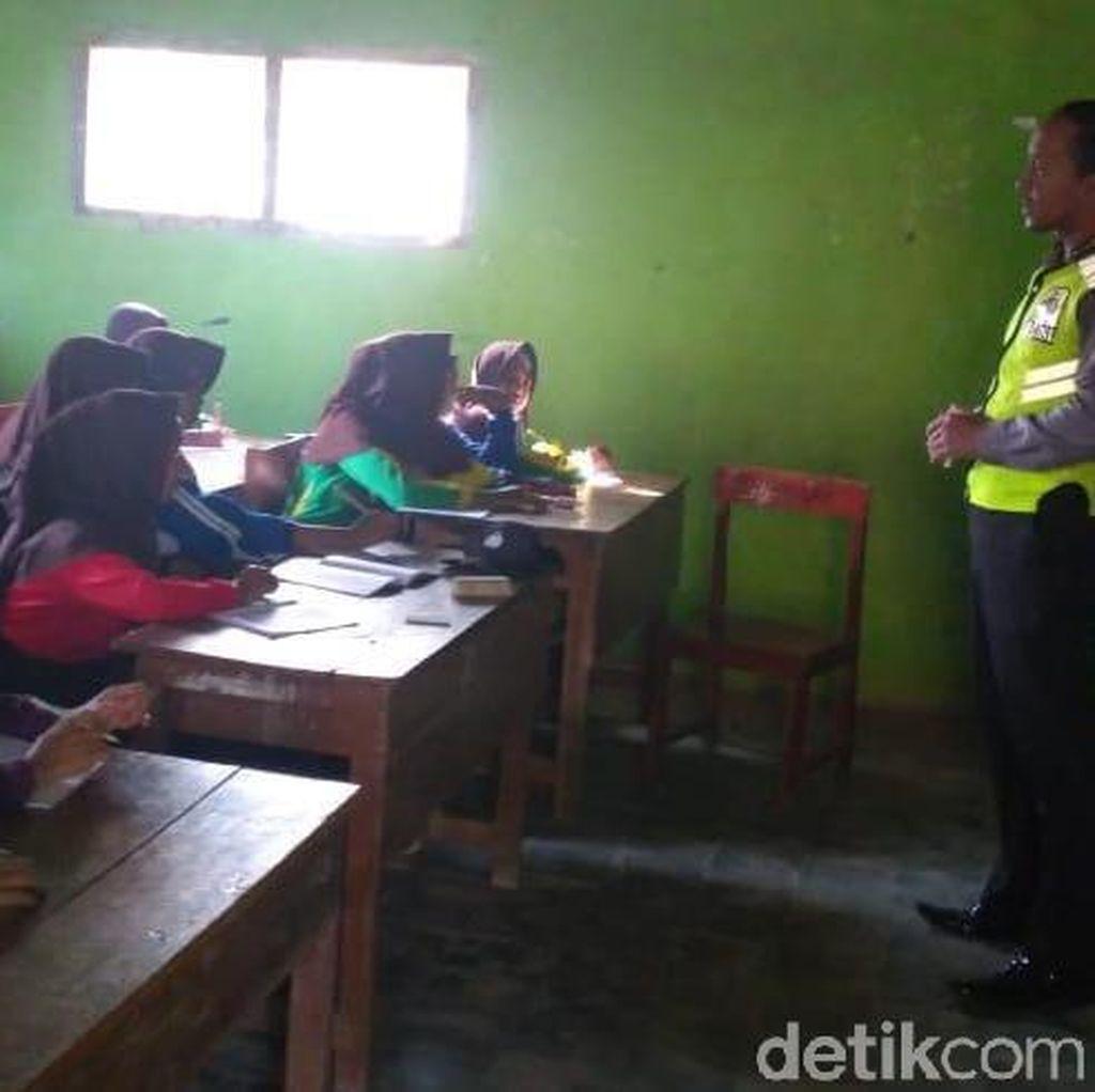 Inspiratif, Dua Polisi Nganjuk Mengajar di Sekolah Tanpa Upah