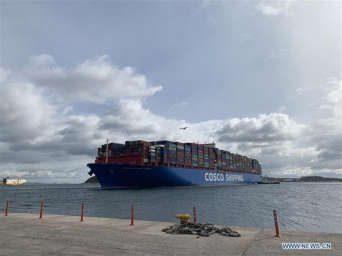 Kapal ini tampak tengah mendekati pelabuhan Piraeus, Yunani.Foto: Dok. Xinhuanet/Wu Lu