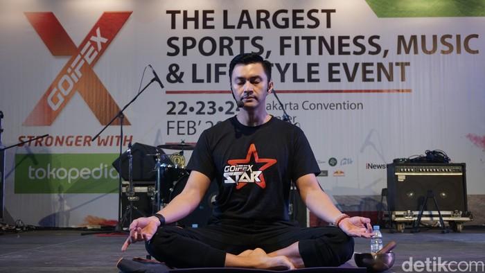 Sebelumnya, Anjasmara menekuni meditasi. Menurutnya, olahraga yang paling dekat dengan meditasi adalah yoga. (Foto: Khadijah/detikHealth)