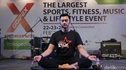 Aksi Anjasmara di Atas Matras Yoga, Beneran Bikin Adem!