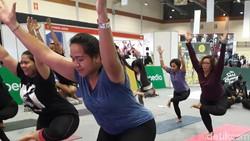 Badan gemuk alias size plus nggak jadi halangan untuk latihan yoga. Orang-orang ini buktinya, mereka tetap luwes mengikuti setiap gerakan dengan sempurna.
