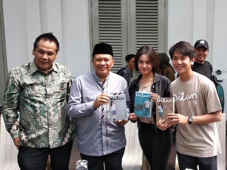 Pemeran Film Dilan 1991 akan Konvoi Keliling Bandung Naik Bandros Foto: Dony Indra Ramdhan/ detikHOT