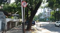 Viral, Emak-emak Ngamuk Motornya di Trotoar Jalan Jaksa Diangkut Petugas