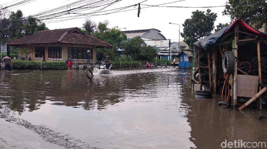 Banjir Sebetis Orang Dewasa Kembali Genangi Gedebage Bandung