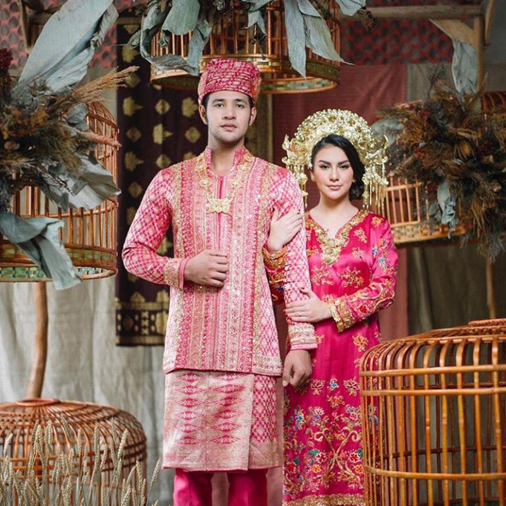 Rancak Bana! Irish Bella dan Ammar Zoni Prewedding Pakai Adat Minang