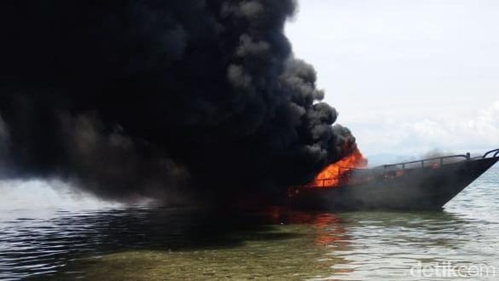Kapal Muatan Sembako Terbakar dan Tenggelam di Perairan Sulteng