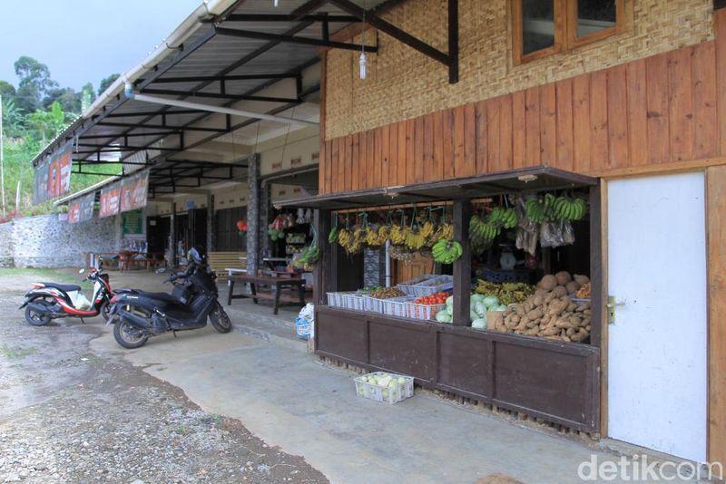 Liburan ke daerah Kamojang di Kab Bandung, jangan lupa rehat di Rest Area Cukang Monteng. Kalian bisa membeli oleh-oleh sayuran segar. (Wisma Putra/detikTravel)
