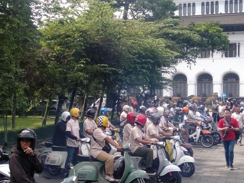 Antusiasnya masyarakat terlihat dari konvoi yang dilakukan jelang Gala Premier film Dilan 1991. Foto: Veynindia Pardede/ detikHOT
