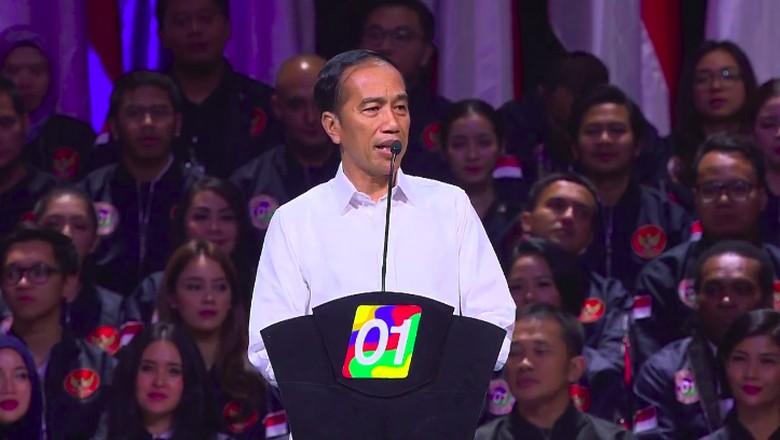 Tiba di Dumai, Jokowi Jalan Kaki 1 Km ke Lokasi Kampanye Sapa Warga