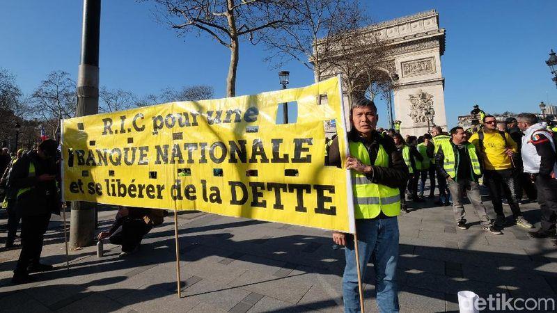 Mereka bukanlah turis, melainkan warga Prancis yang terafiliasi ke dalam kelompok yellow jacket (rompi kuning). (Ardhi/detikTravel)