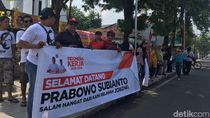 Relawan Jokowi di Mojokerto Sambut Kedatangan Prabowo