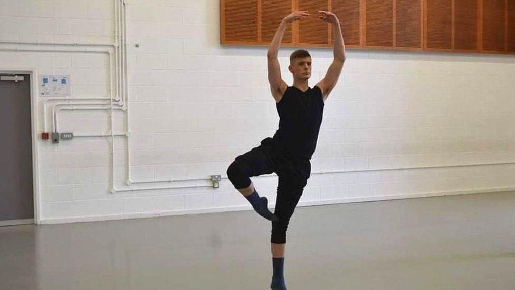 Perkenalkan! Ini Tentara Inggris yang Luwes Menari Balet
