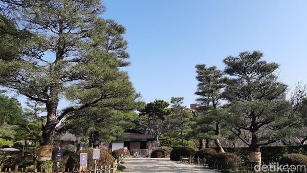 Shukkeien Garden dibangun pada tahun 1620. Nama tamannya berarti Shrink-scenery-garden atau taman dengan pemandangan yang menenggelamkan. (Bonauli/detikTravel)