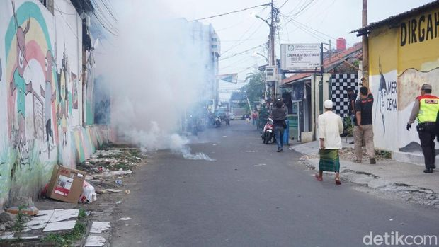 Tim Rajawali Polres Metro Jaktim menangkap 5 orang pelaku tawuran di Jl Dewi Sartika, Senin (25/2/2019).