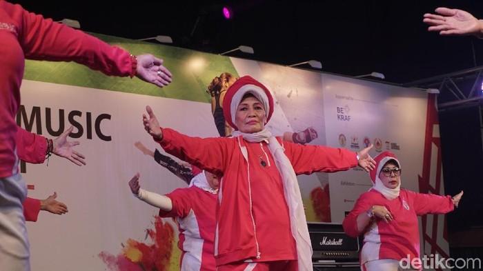 Bu Legi, sapaan akrab Kartini Legimin, masih energik di usia yang sudah tidak lagi muda (Foto: Khadijah Nur Azizah/detikHealth)